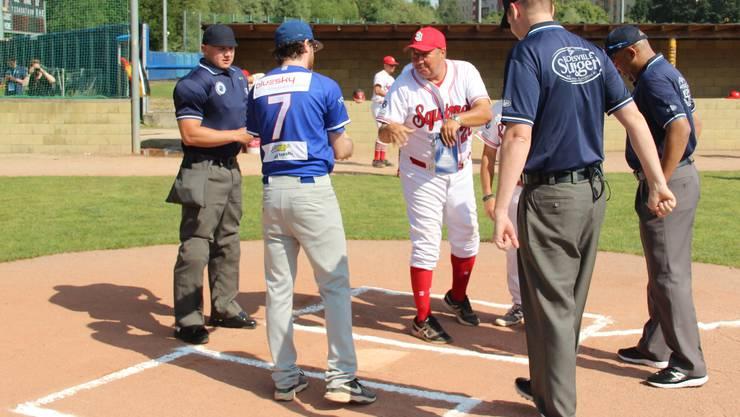 Coaches Meeting vor dem Spiel