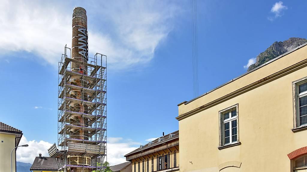 32 Meter hoher Anna-Göldi-Turm in Glarus enthüllt