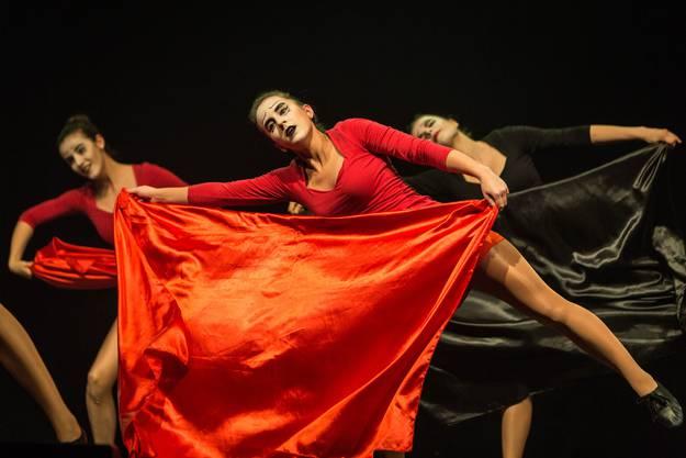 """Auftritt der Tanzgruppe """"kEINSTEIN"""" der Alten Kanti Aarau, den Siegern des Scool Dance Awards."""