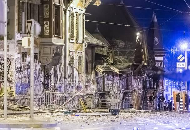 Dabei gab es eine wüste Strassenschlacht zwischen der Polizei und rund 50 Vermummten.