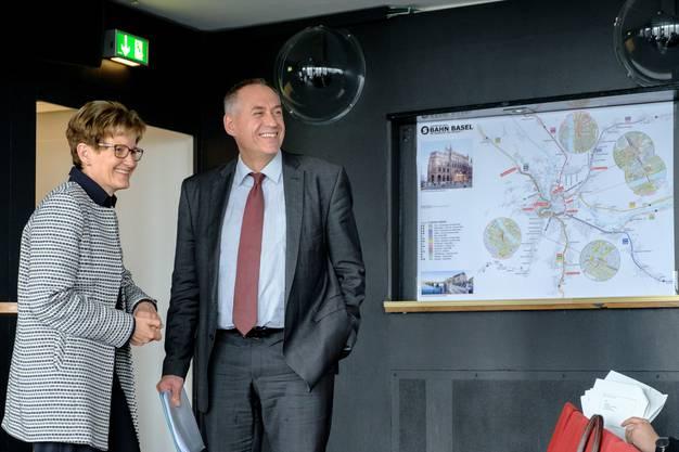 Sabine Pegoraro versteht sich gut mit ihrem Basler Amtskollegen Hans-Peter Wessels. Gemeinsam treiben sie das Herzstück für die regionale S-Bahn voran, wie hier an einer Medienkonferenz 2017. Dass SP-Magistrat Wessels Pegoraros Strassenbaupläne mitträgt, sorgt in der Stadt für Kritik.