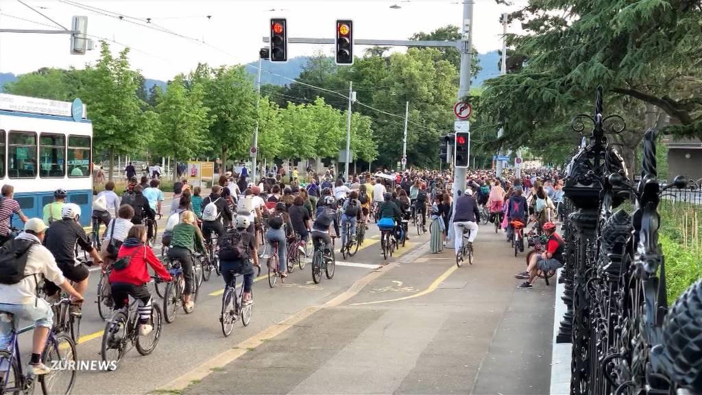 Critical Mass sorgt wieder für Verkehrschaos in Zürich
