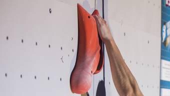 Kleine Griffe für flinke Kletterer: Sportkletterer brauchen viel Kraft in den Fingern.