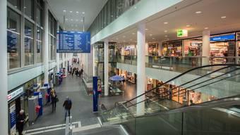 Ein gefühltes Jahr lang standen zwei Läden im neuen Aarauer Bahnhof leer. Seit Anfang Oktober sind sie wieder vermietet. (Archivbild)