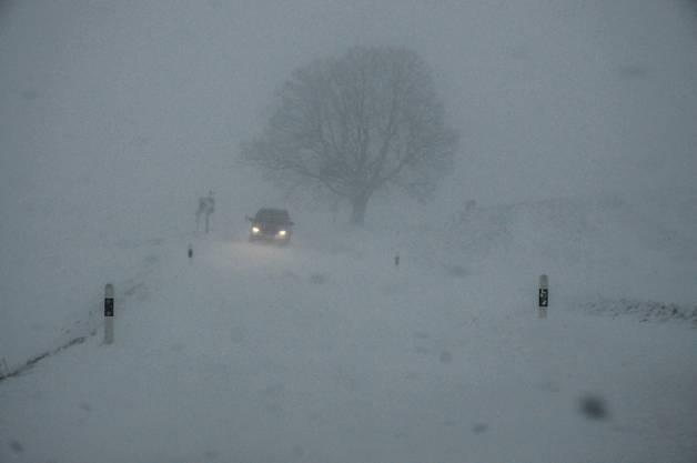 Am Montagmorgen auf der Staffelegg: Die Sicht ist sehr eingeschränkt.