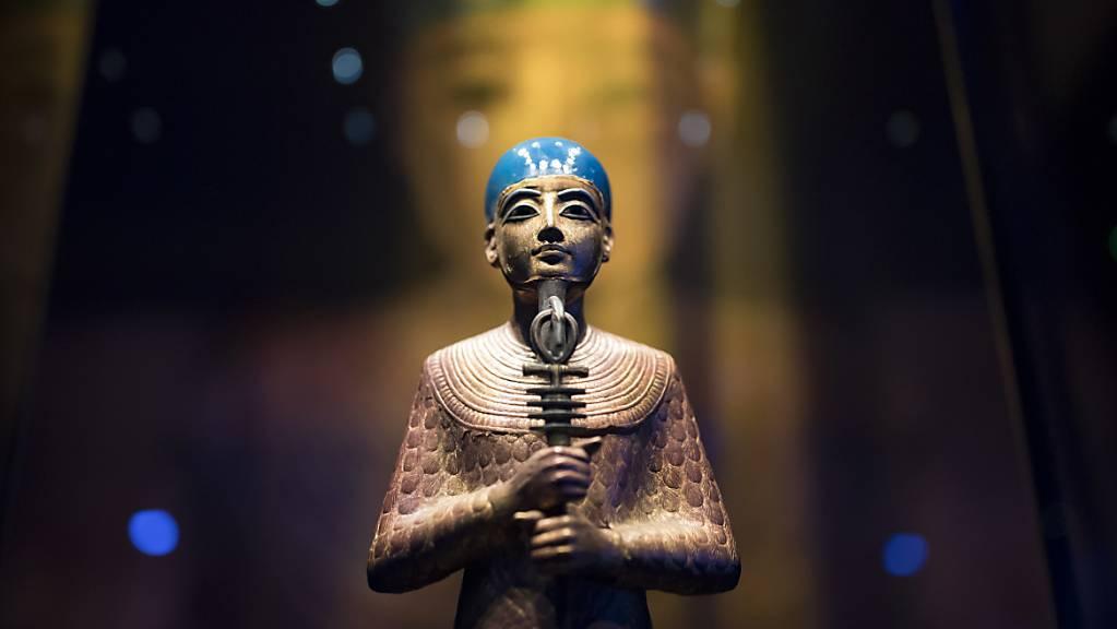 Statue des altägyptischen Gottes Ptah aus den Pharaonenschätzen an der Tutanchamun-Ausstellung in Paris. (Archivbild)