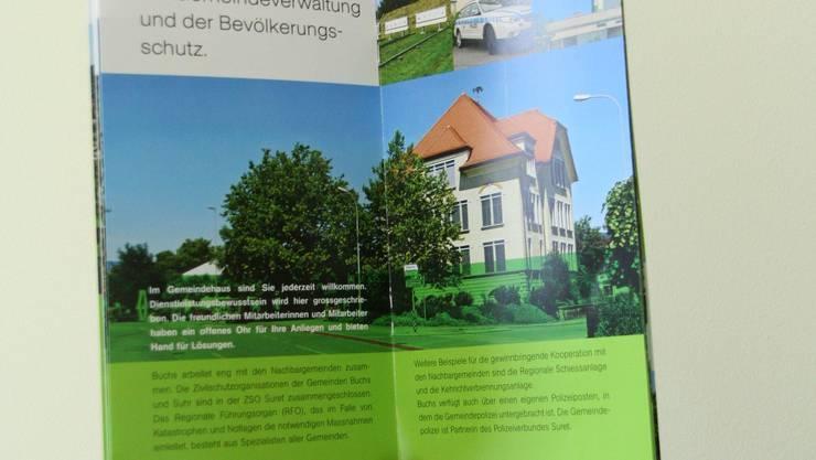 Buchs auf einen Blick: Die Neuzuzügerbroschüre gibt auf 24 Seiten Einblick in die neue Wohngemeinde. (Bild: Marcel Siegrist)