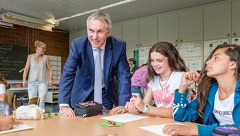Schulbeginn 2018: Landammann Alex Hürzeler besucht die 6. Klasse der Kreisschule Aarau-Buchs am Standort Rohr (Schulhaus Stäpfli) am 13. August 2018.
