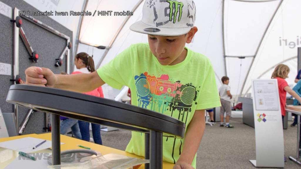 «MINT-Mobil» soll junge Schüler für Technik und Wissenschaft begeistern