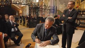 Der Aargauer Regierungsrat Kurt Wernli und sein Zürcher Amtskollege Markus Notter unterschrieben am 6. Dezember 2007 den Staatsvertrag in der Klosterkirche.