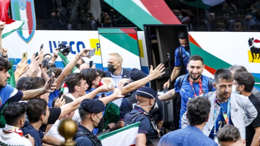 Die Helden treffen in Rom ein.