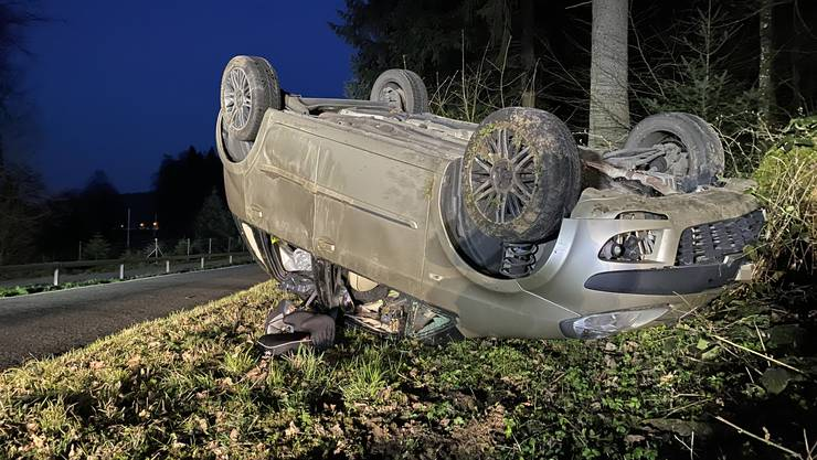 Eine 33-jährige Italienerin überschlug sich mehrfach. Sie und der Beifahrer blieben unverletzt.