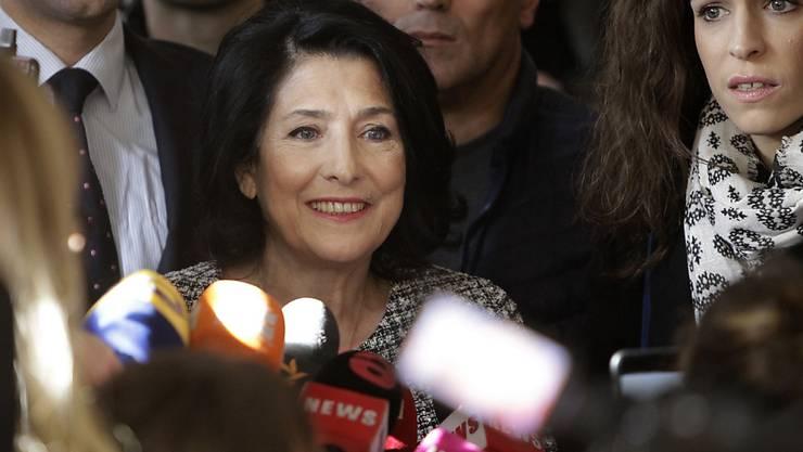 Salome Surabischwili wird die erste Präsidentin der ehemaligen Sowjetrepublik Georgien.   (Foto: Shakh Aivazov/AP)