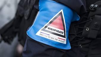 Die französische Polizei hat zehn Rechtsradikale wegen Anschlagsplänen gegen Politiker, Flüchtlinge und Moscheen festgenommen. (Symbolbild)