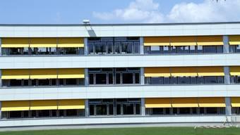Mehr Schulzimmer benötigt: In Möhlin sind alle drei Schulzentren (hier das Sekundar- und Realschulhaus Steinli) vollständig ausgelastet.  ach/archiv