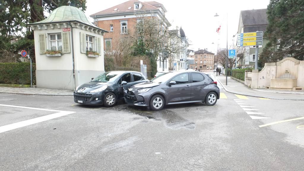 Auto übersehen: 84-Jähriger baut Unfall auf Kreuzung
