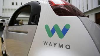Ein selbstfahrendes Auto der Google-Schwester Waymo. Waymo wirft dem Fahrdienstvermittler Uber vor, eine bestimmte Lasertechnologie geklaut zu haben. Vor Gericht bekam das Unternehmen nun teilweise Recht. (Archiv)