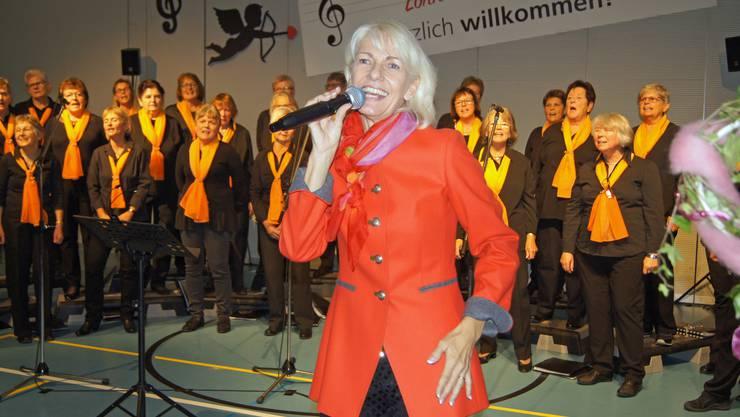 Wally Schneider und der Frauenchor begeisterten beim gemeinsamen Singen.