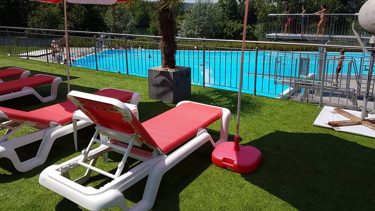 Hitzesommer beschert den Badis der Region einen Gästeansturm. Im Bild Badi Döttingen