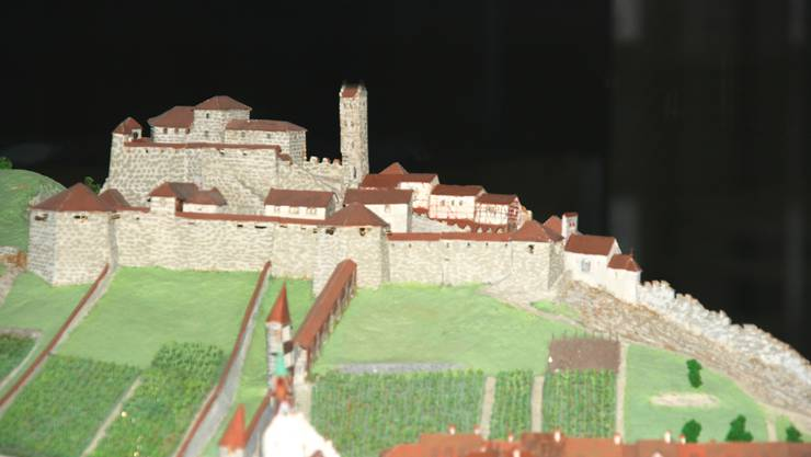 Das im Historischen Museum stehende Modell des Schlosses Stein, wie es sich vor seiner Zerstörung im Jahre 1712 aus Richtung Zürich präsentierte.