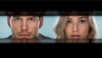 Zwei Passagiere an Bord eines Raumschiffs, das sie einem neuen Leben auf einem anderen Planeten zuführen soll: Jim (Chris Pratt) und Aurora (Jennifer Lawrence). Sony Pictures