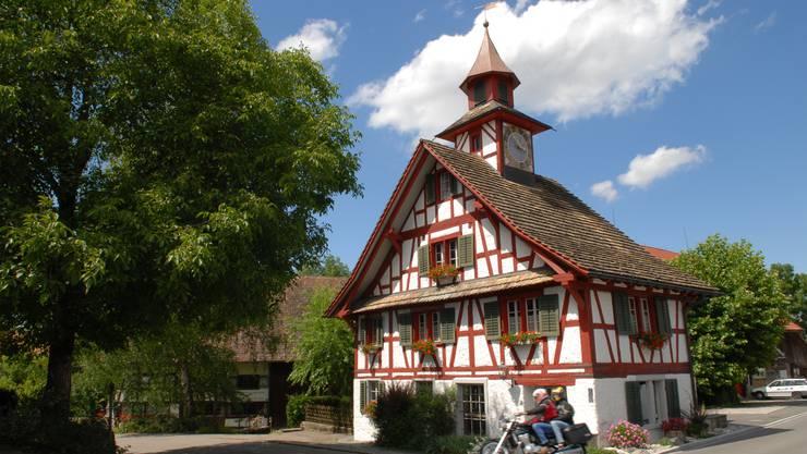 Bietet zu wenig Platz für die Gemeindebibliothek - das Türmli-Haus in Aesch