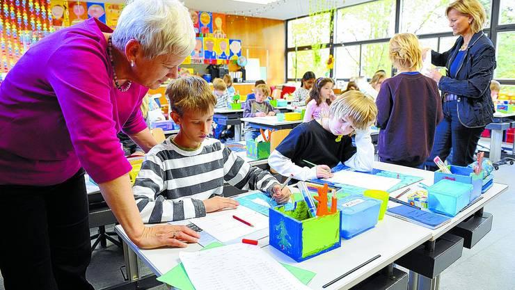 Betreut: Die Integration von lernbehinderten Kindern in die Regelklasse wird von der SVP grundsätzlich in Frage gestellt. Oliver menge/archiv