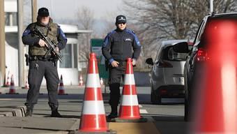 Terroralarm in Genf: Aktuelle Aufnahmen vom Grenzübergang Bardonnex.