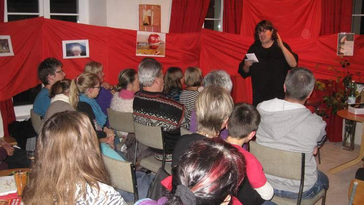 Die Slampoetin Patti Basler beim vortragen einer ihrer Texte.