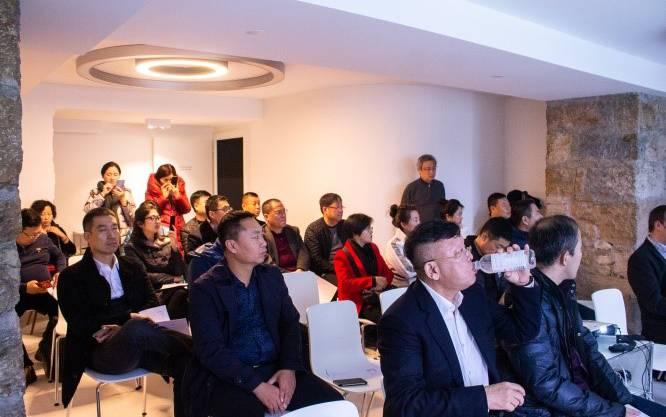 Das klassische Ausbildungssystem, mit einem praktischen und einem theoretischen Teil, wie es in der Schweiz üblich ist, ist für die chinesische Bevölkerung etwas Neues.