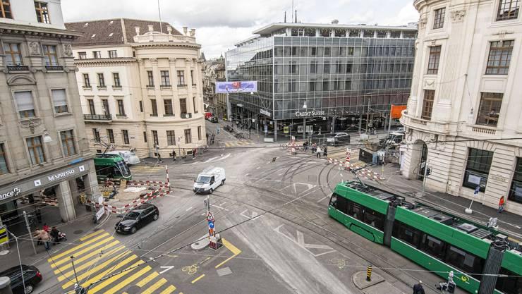 Dieser Knoten wird bald zerschnitten: Die Basler Verkehrs-Betriebe werden den Bankverein vollsperren.
