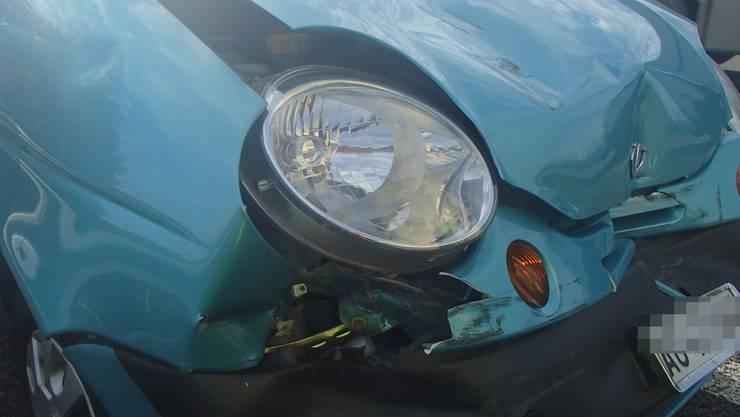 Bei den involvierten Autos entstand ein beträchtlicher Sachschaden. (Symbolbild)