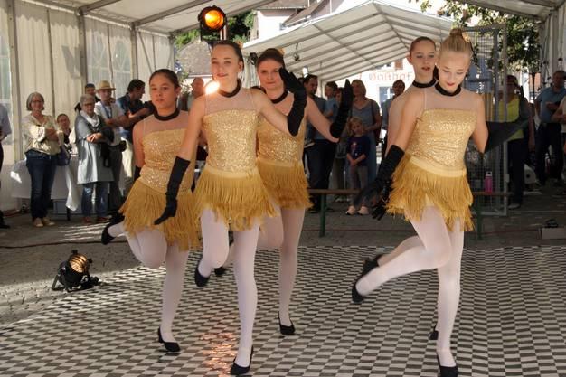 """Eine """"Tänzerische Zeitreise"""" präsentierte die Ballettschule Luise Krey."""