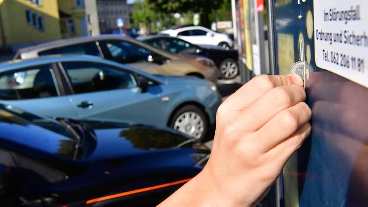 Das Parkierungsreglement will die Bewirtschaftung der Parkplätze: Das heisst, sie müssen zeitlich eingeschränkt und/oder gegen Bezahlung nutzbar sein