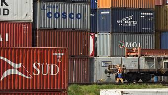 Die Schweizer Exporte haben im November erneut einen Höchststand erreicht. (Archiv)