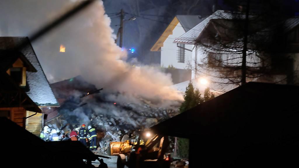 Vom Haus bleibt nur noch ein Trümmerhaufen: Acht Menschen sind bei einer Gasexplosion in Polen gestorben.  EPA/HANNA BARDO POLAND OUT