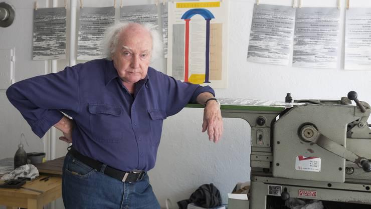 """Im Künstlerhaus S11 wird das Lebenswerk von Beat Brechbühl (80) gezeigt. Er ist einer der letzten, der seine Bücher aus seinem Verlag """"Im Waldgut"""" noch imBuchdruckverfahren druckt."""