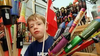 Als kleiner Junge ist man von Knallpetarden und Frauenfürzen begeistert. (Symbolbild)