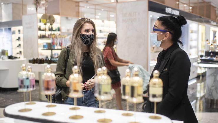Auch in Solothurn kann man künftig nur noch mit Schutzmaske shoppen. (Symbolbild)