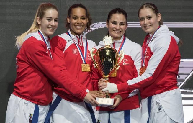 Auch im Team erfolgreich: Elena Quirici (zweite v.r.) gewann auch mit dem Team EM-Gold.