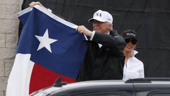 Trump und seine Frau Melania bei ihrem Besuch in Texas.