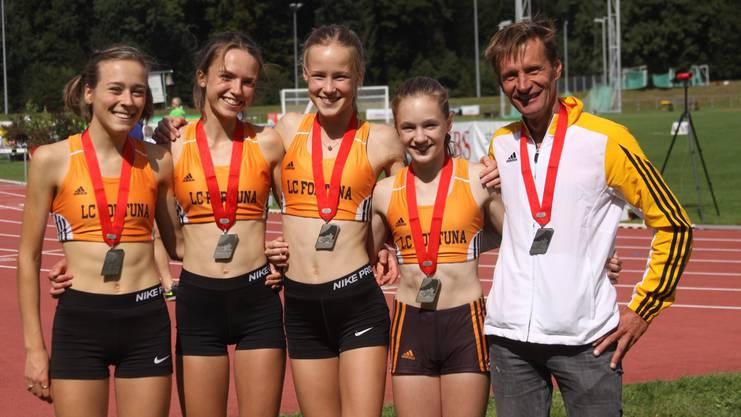 Silber für den LC Fortuna Oberbaselbiet (v.l.n.r.): Sibylle Häring, Antje Pfüller, Ingrid Eckardt, Judith Erni und Trainer Vincent Merlo.