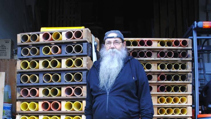 Wenige Tage vor Silvester sind die Abschussrohre noch nicht befüllt. Klaus Wunderle wird dies noch erledigen.