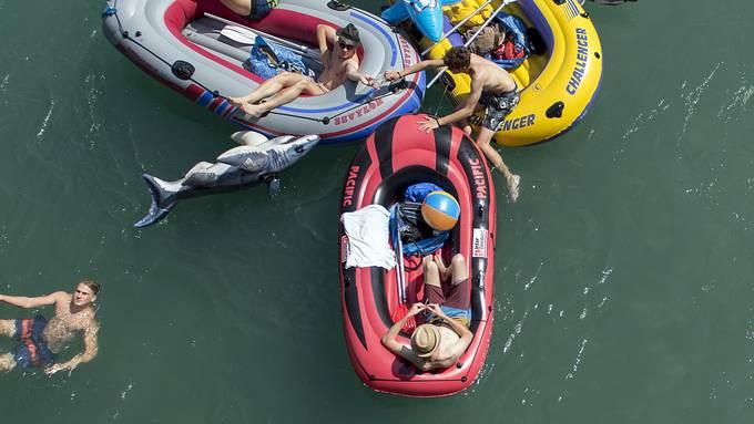 Diese Woche steht eine Hitzewelle an – Abkühlung findet sich beim Böötlen auf den Flüssen.