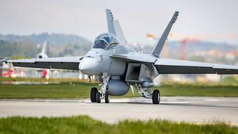 Ein F/A-18-Super-Hornet-Kampfjet des US-Herstellers Boeing beim Flugtest in Payerne VD Ende April. (Archivbild)