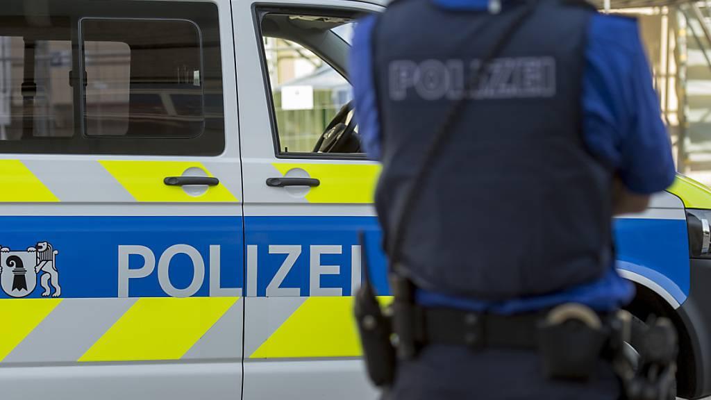 Eine sofortige Fahndung der Kantonspolizei Basel-Stadt nach den beiden jungen Tätern verlief erfolglos. (Symbolbild)