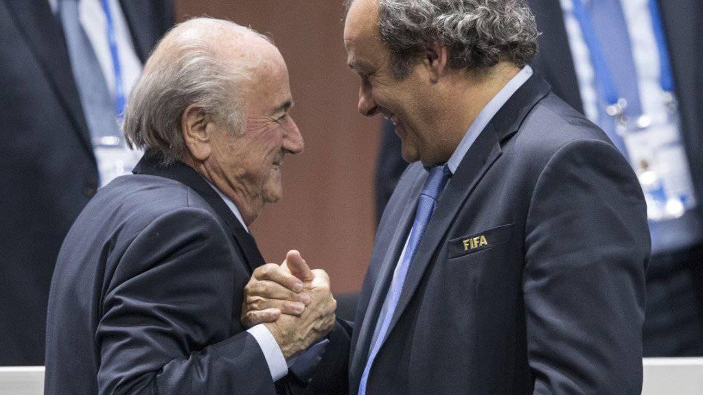 Sepp Blatter (links) und Michel Platini Ende Mai bei der Wiederwahl von Blatter als FIFA-Präsident