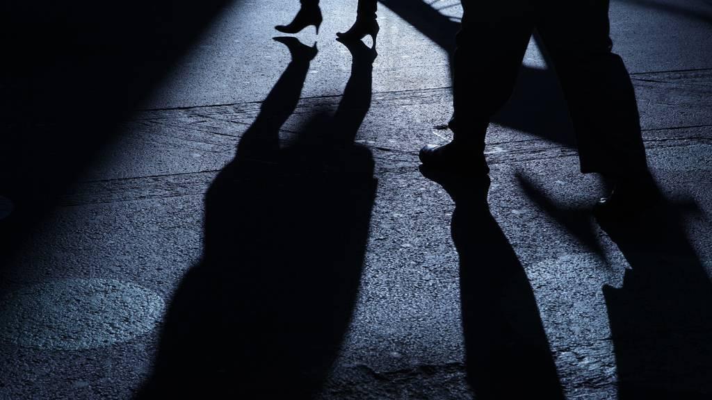 Frau auf offener Strasse ausgeraubt