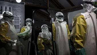 Mitarbeiter im Ebola-Behandlungszentrum in Butembo im Kongo. (Archivbild)