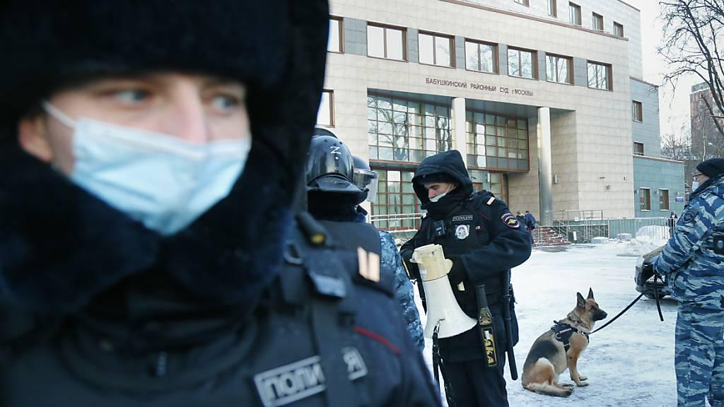Russische Einsatzkräfte gehen gewaltsam gegen Nawalny-Anhänger vor
